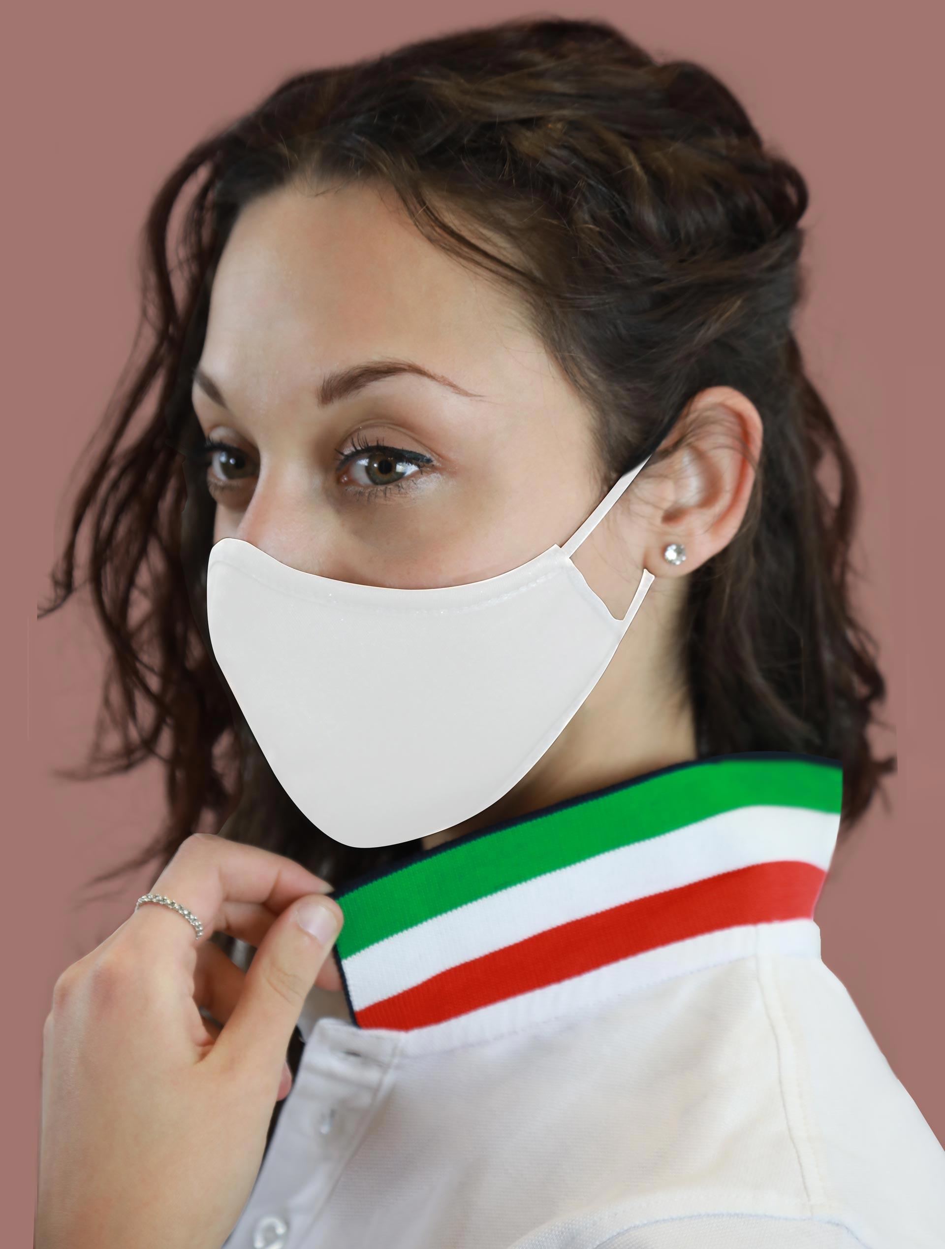 Polo bianca con dettaglio tricolore e mascherina bianca